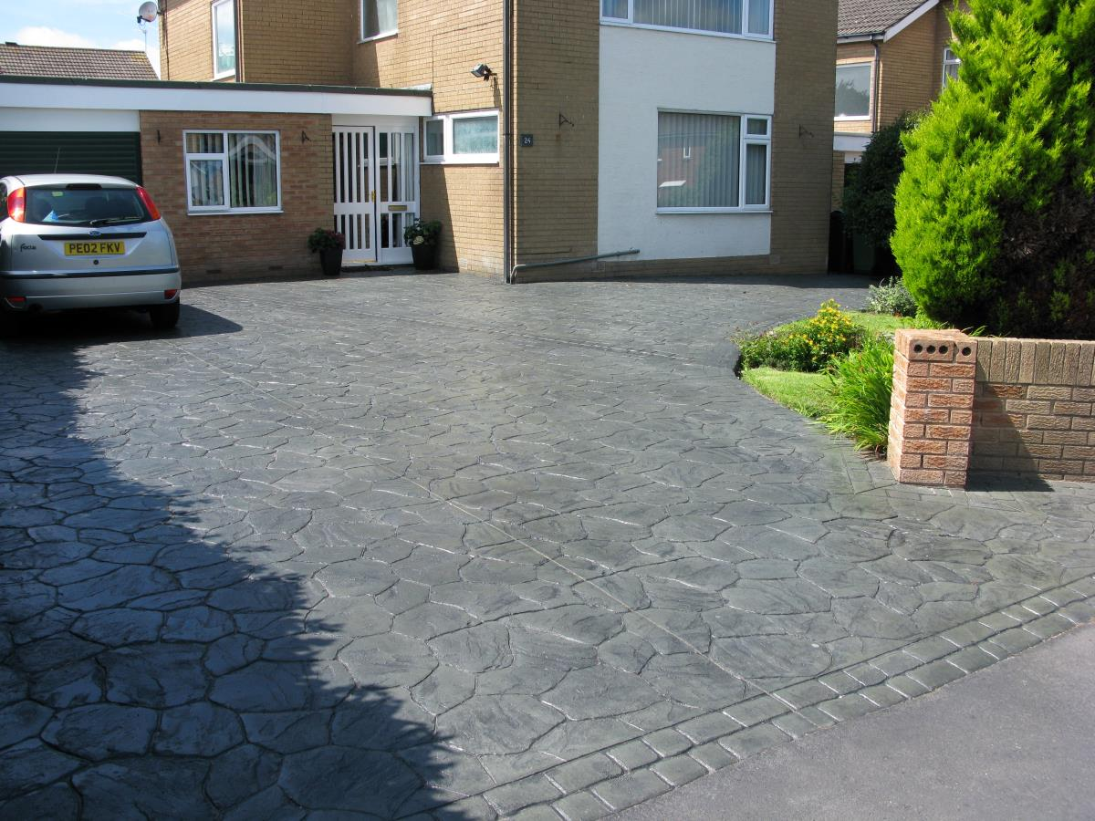 Crazy paving style pattern imprinted concrete driveway with mews cobblestone edging in the Preston area.