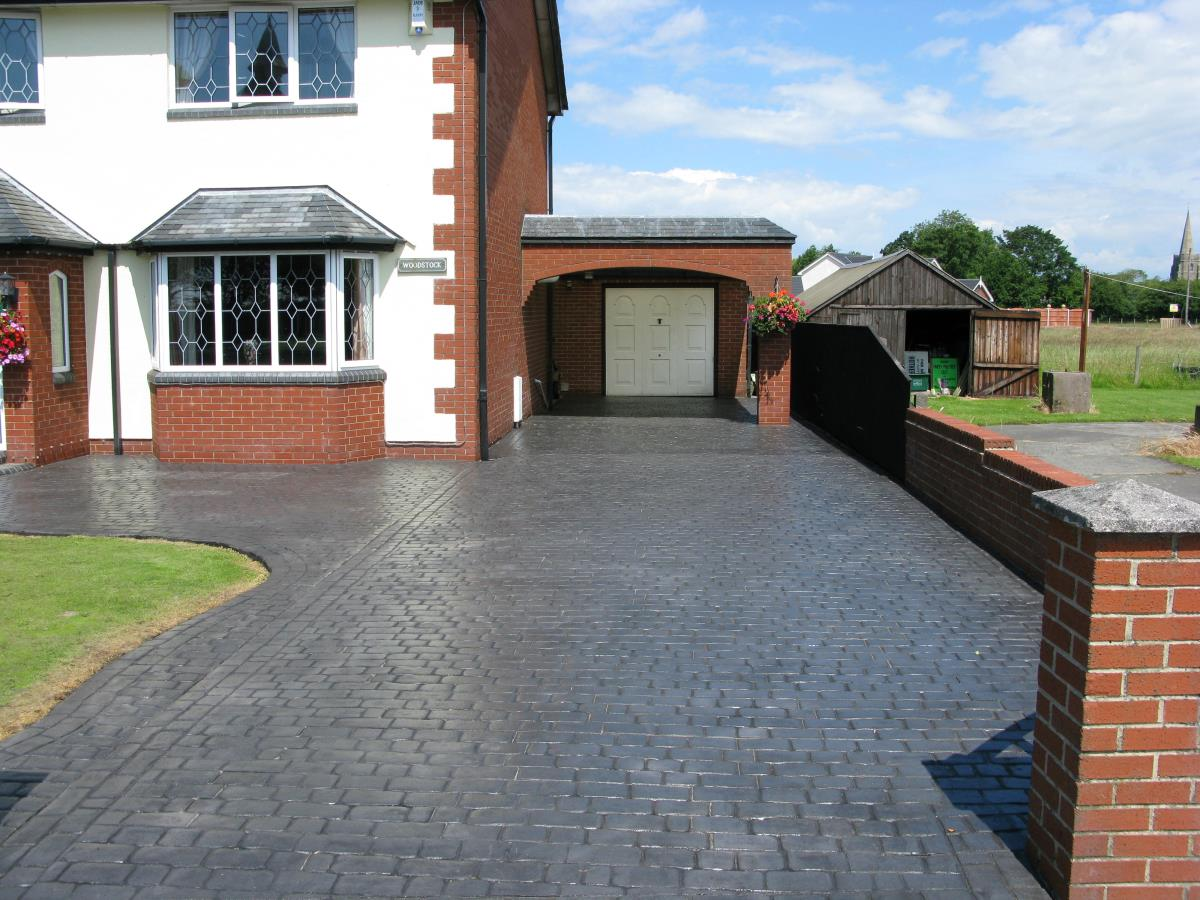 Concrete driveway in mews cobblestone style with gloss finish created for customer in Stockport.