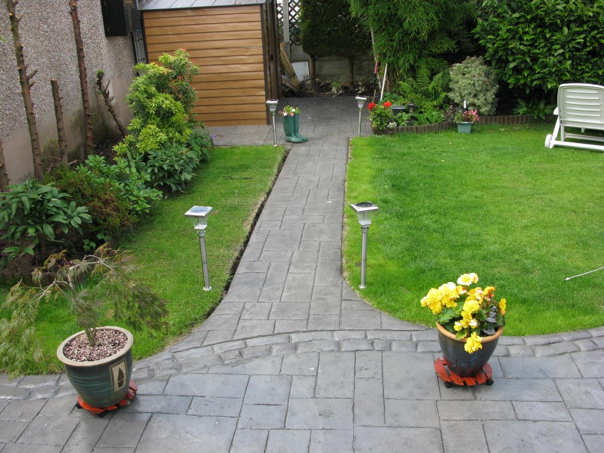 Satin finished rear garden concrete path stamped with ashlar slate and mews cobble edging in Warrington.