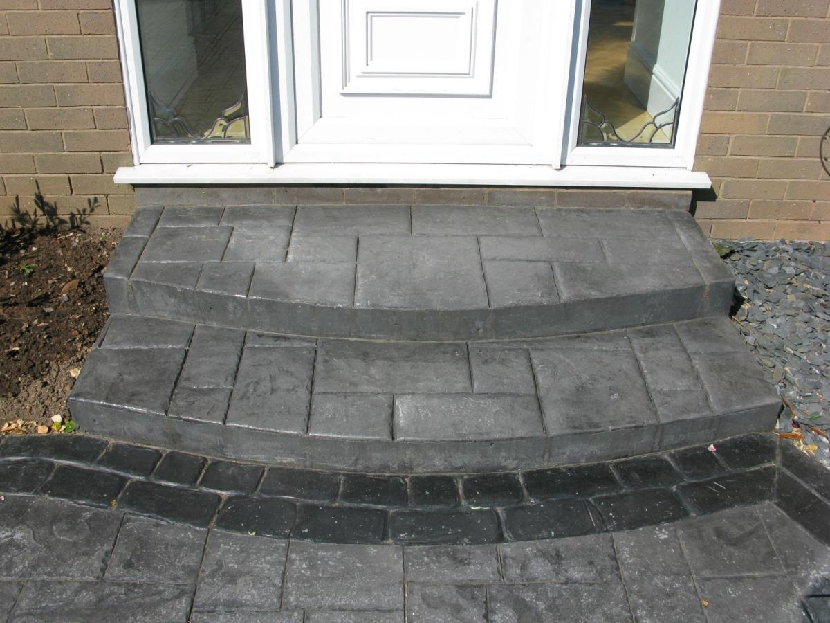 Square to round double steps in basalt grey ashlar slate with stone grey cobble edging for Lancaster customer.