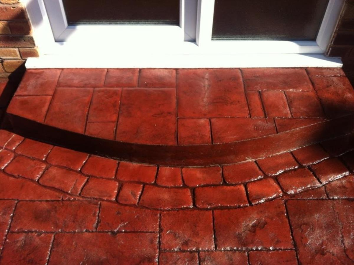 Square to round single concrete step in vivid cortez red ashlar slate with mew cobblestone edging for client in Bolton.
