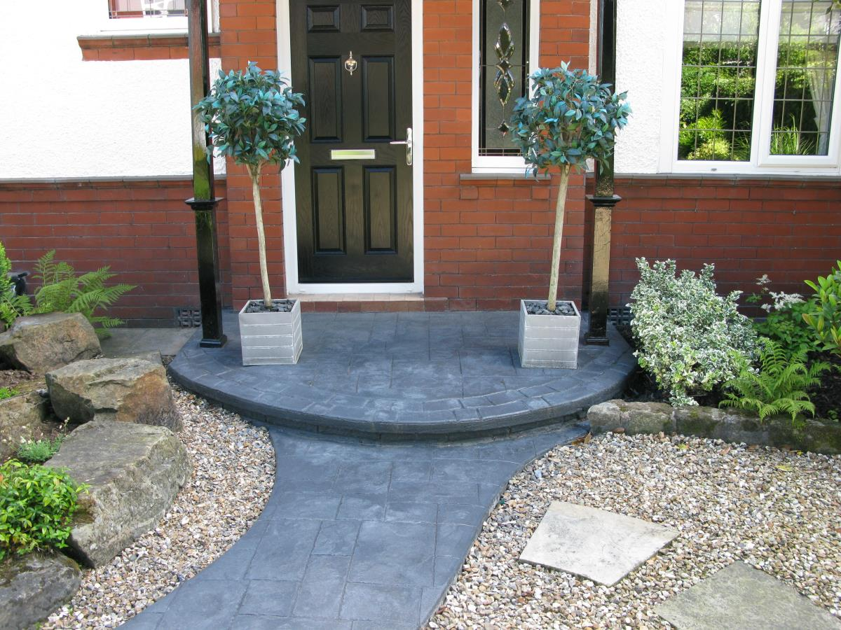 A beautiful feature step for a client in North West, demonstrating that steps and disabled access ramps can enhance, rather than detract from the overall look of your garden.