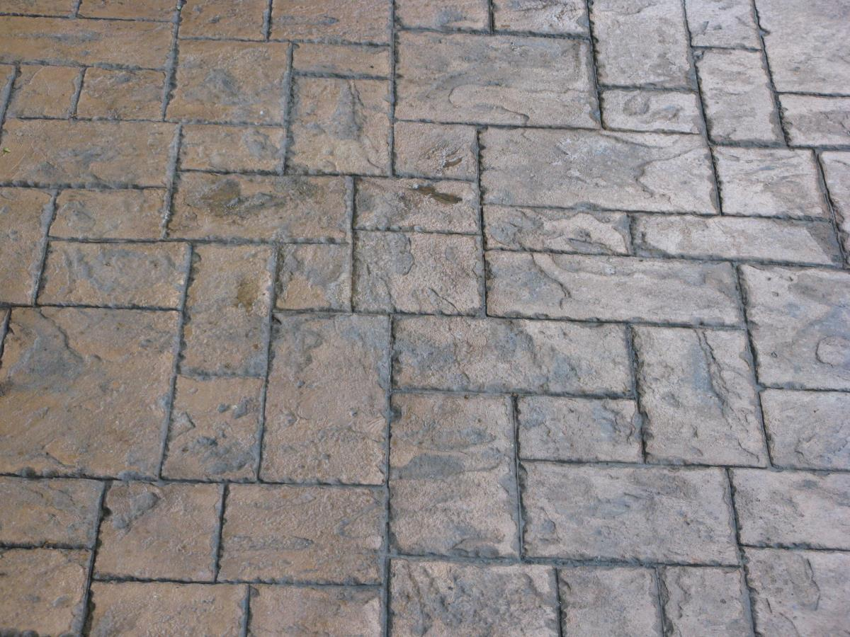 Close up of pattern imprinted concrete in ashlar slate style looks as good as block paving, but without the drawbacks.